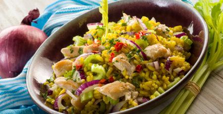 Летний рисовый салат с овощами