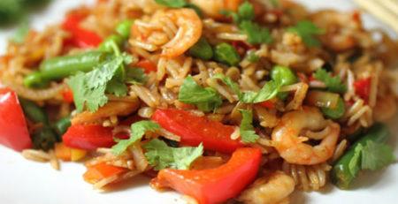 Плов з овочами і морепродуктами