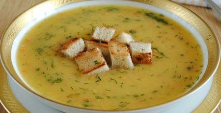 Гороховий суп з сухариками